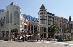 250px-Rodeo_Drive_&_Via_Rodeo,_Beverly_Hills,_LA,_CA,_jjron_21.03.2012